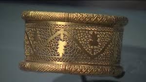le musée de l arles antique accueille une exposition