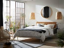 une chambre à coucher qui fait la part ikea
