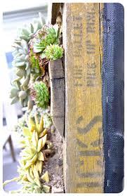 DIY Recycled Pallet Vertical Succulent Garden