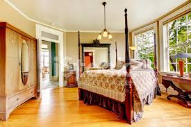 große historische inn innenraum schlafzimmer mit antikes