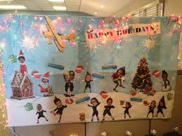 Cubicle Holiday Decorating Themes by Cubicle Office Mural Holiday Decoration Holiday Fun Pinterest
