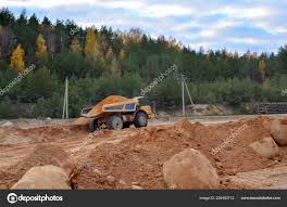 100 Earth Mover Truck Loading Dumper Sand Quarry Excavator Loading Sand