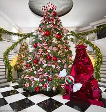 Best Christmas Tree Type Uk by Which Kardashian Has Won The Battle For Best Christmas Tree