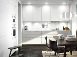 Cocina de IKEA tendencias actuales cajones lineales sin tiradores