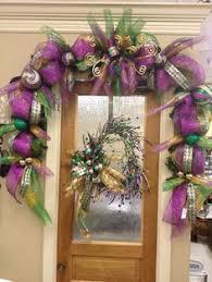Mardi Gras Mask Door Decoration by Diy Mardi Gras Centerpiece Made From An Upside Down Purple Green