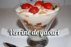 verrine de yaourt müslix et fruits frais
