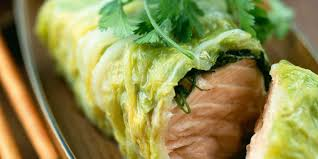 cuisiner le chou chinois cuit saumon cuit à la vapeur en feuille de chou chinois facile et pas