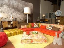 maison coloniale canap salon idee deco canape couleur flowerpower orange photo la