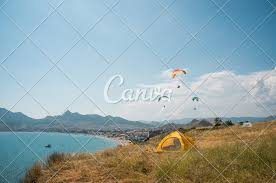 100 Flying Cloud Camp People Flying On Paragliders At Sea Photos By Canva