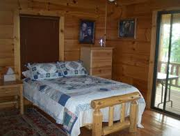 White Pine Queen Bed With Hand Made Quilt Beds Starting At 49999