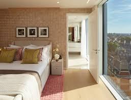schlafzimmer mit bodentiefem fenster und bild kaufen