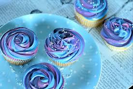 galaxy cupcakes mit frischkäse frosting