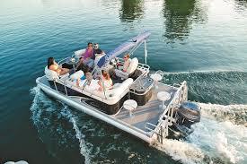 Crest Pontoon Captains Chair by Who U0027s Who Pontoon U0026 Deck Boat Magazine