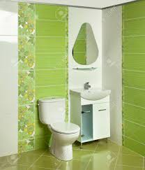 detail eines modernen badezimmer mit waschbecken und zubehör