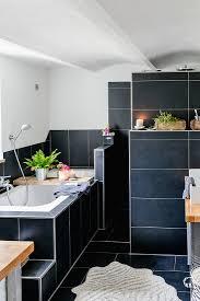 badezimmer mit schwarzen fliesen bild kaufen 12665553