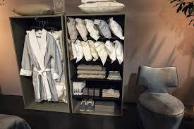 eine organisierte garderobe 15 raum versierte und stilvolle