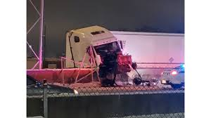 100 Semi Truck Accident On I 75 Parts Of Reopen In Dayton After Semi Crash