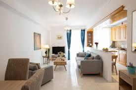 der raum besteht aus wohnzimmer kuche 2 schlafzimmer 2 grose unabhangige balkon