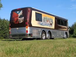 Motorntv.com - LUXURIOUS TOUR BUS USED BY WILLIE NELSON'S BAND SET ... Cool Breeze Willie Me Pinterest Nelson And Nelsons Truck Stop Wil Flickr Place At Carls Corner Truckstop In Texas Stock Publicist Denies Reports Hes Deathly Ill A Fond Farewell To Smokey Valley Local News Journal Nelson Aplscrufs Music Blog Photos Images Alamy Poor Monthly Silver Chalet Sojourney South Of The Border Announces Dates A Arstudded Lineup For Second