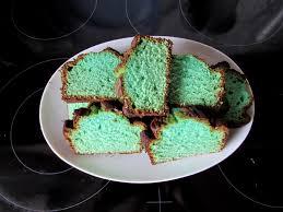 grüner kuchen mit marzipan süßer glücksbringer mypianeta