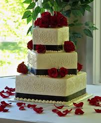 wed 35dombrowskiblackredandwhiteweddingcake