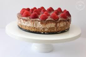 easy strawberry chocolate cheesekcake