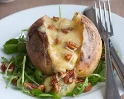 pomme de terre en robe de chambre au four recette pommes de terre au roquefort
