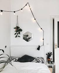 schlafzimmer pflanzen dekoration bett spiegel