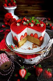 sommerliche baumkuchentorte mit erdbeeren joghurtsahne