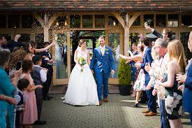 Dani Matthew Were Married In Hampshire Earlier This Year An Elegant Rustic Luxe Wedding At The Stylish Contemporary Rivervale Barn Yateley