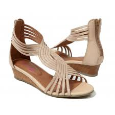 latest women fashionable shoes and sandals at discount rates http