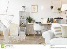 wohnzimmer mit arbeitsplatz stockbild bild flach