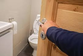 schnelle hilfe geruch auf der toilette dieser trick hilft