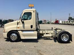 USED 2009 FREIGHTLINER CASCADIA DAYCAB FOR SALE IN CA #1397