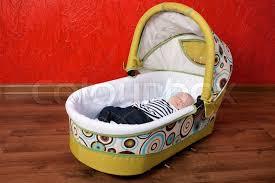 baby im wohnzimmer schlaf stock bild colourbox