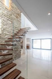 pose carrelage escalier quart tournant les 25 meilleures idées de la catégorie escalier flottant sur
