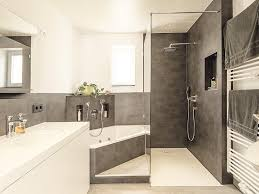 neues badezimmer nach maß mit fugenloser wandgestaltung