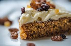 Finally we use our favourite toppings and there is no rules to have walnut on carrot cake if You fancy dried fruit Shall we try