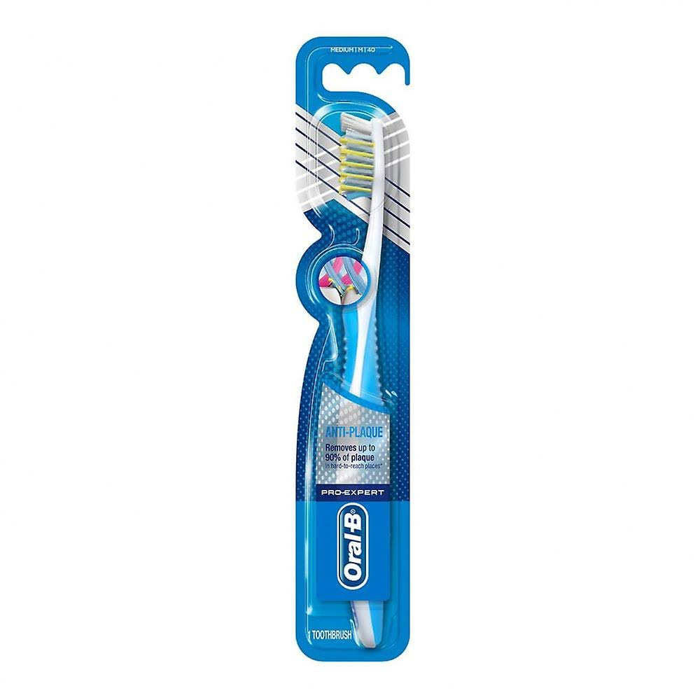 Oral-B Pro-Expert Anti-Plaque Manual Toothbrush - CrossAction, Medium