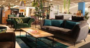 wohnzimmer sitzgruppe sofa und sessel in dunkelgrau mit