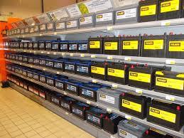 batterie et bougies pour démarrer chargeur et câbles de démarrage