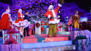 Whoville Christmas Tree Images by Who Ville Christmas Tree Lighting Grinchmas 2016 Universal