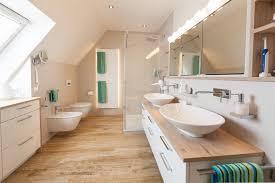 ein neues bad mit dachschräge handwerklich perfekt umgesetzt