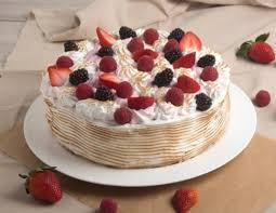 baiser beeren torte mit cremefüllung
