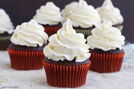 chocolate cupcakes with vanilla bean buttercream recipe 680x453
