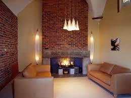 wohnzimmer in karamelltönen mit moderner bild kaufen