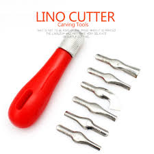 Red Plastic Handle With Six Shapes Of Knives In Blister Stronglino