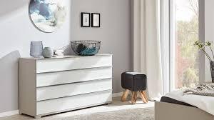interliving schlafzimmer serie 1009 schubladenkommode weiß glas kieselgrau vier schubladen