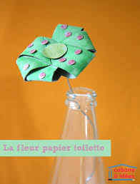 fabriquez une fleur avec un de papier toilette craft