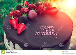geburtstag kuchen mit schokolade und erdbeere bei